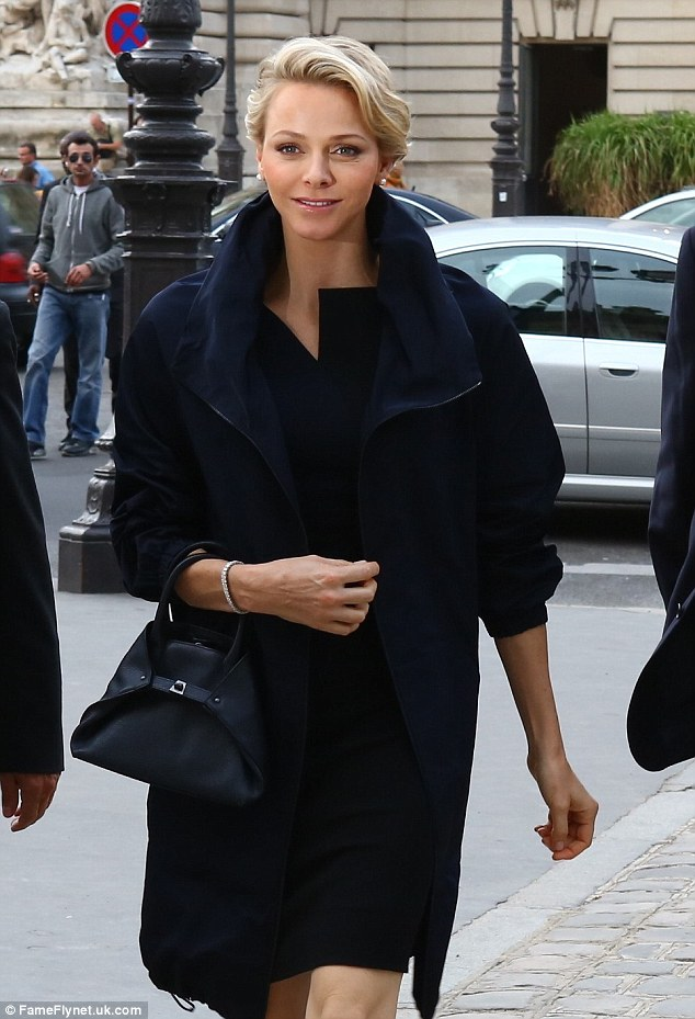 принцесса Шарлин Париж неделя моды
