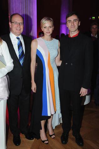 князь Альберт II, принцесса Шарлин и дизайнер Chistian Dior Раф Симонс, 2013 год, Монако