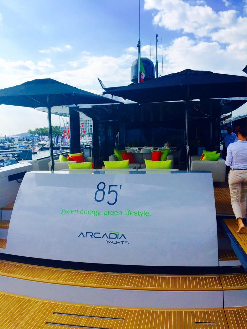 Яхта Аркадия Канны