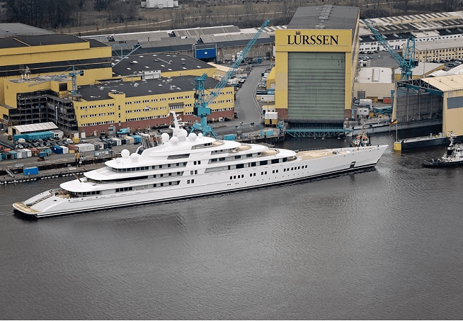 мега-яхты на яхт-шоу в Монако