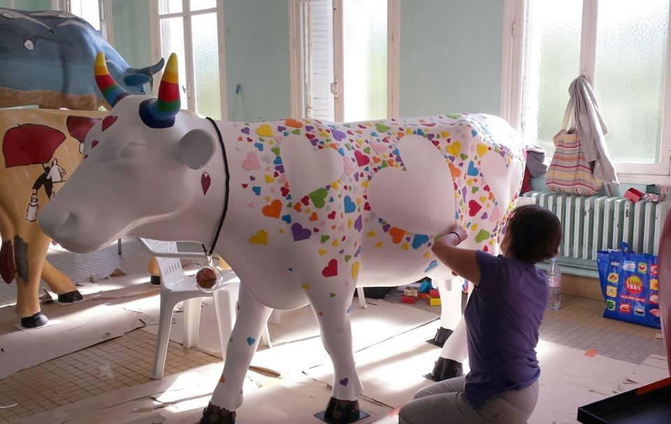 Парад коров в Каннах