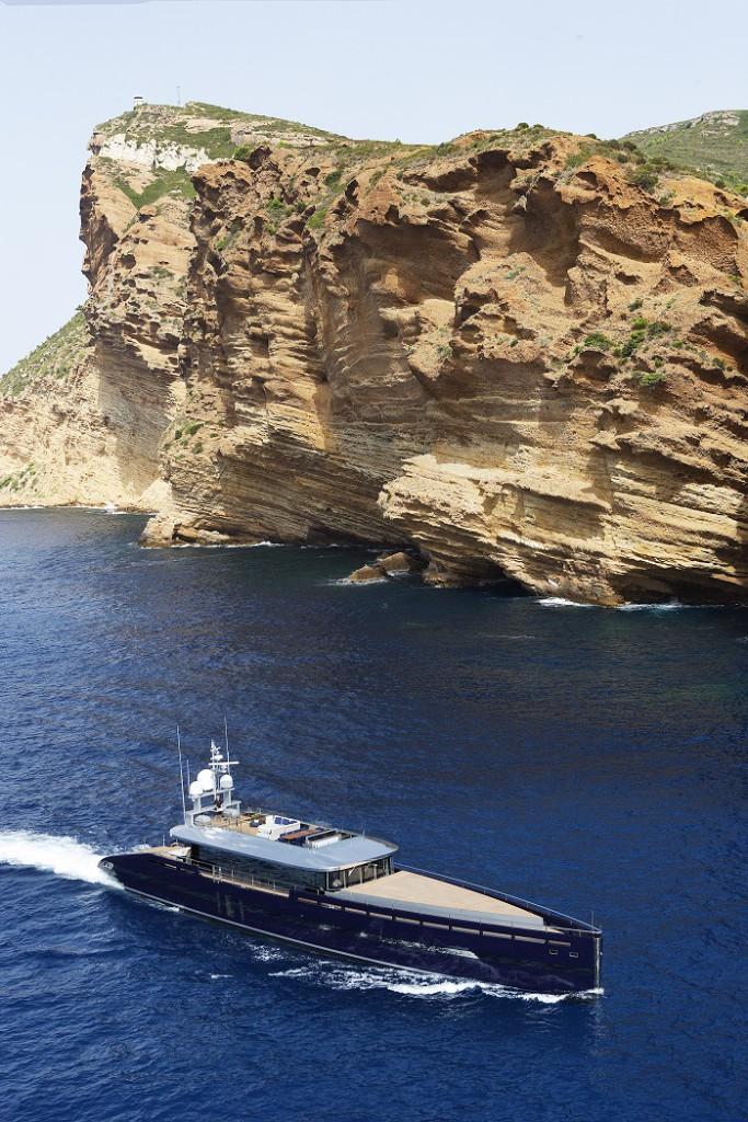 Яхта Blade на воде