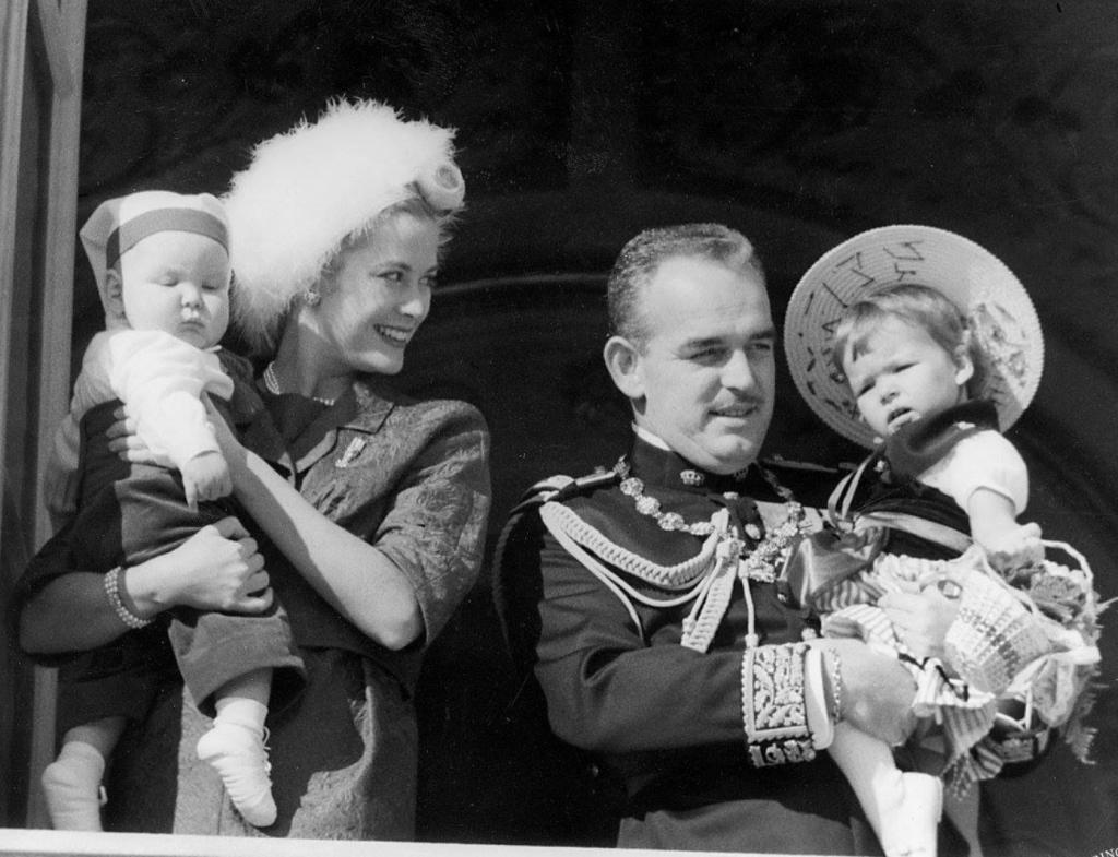 князь Ренье III и Грейс Кейли с детьми