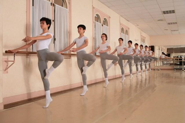 Занятия в академии танца