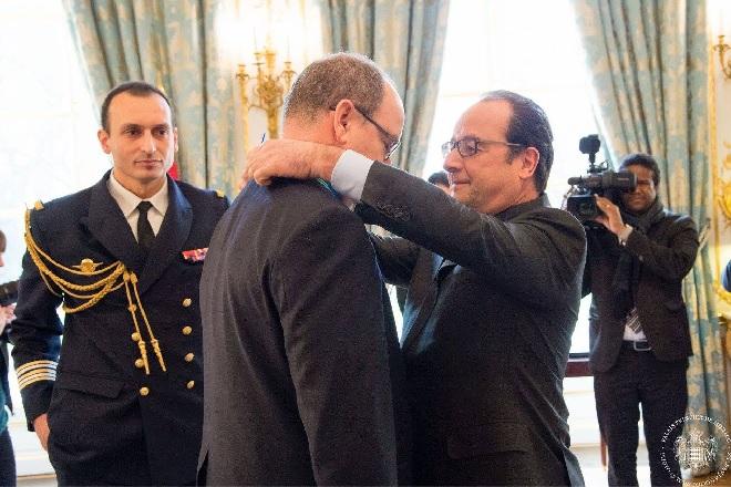 Франсуа Олленд и Князь Альбер II нра церемонии вручения Ордена Командора