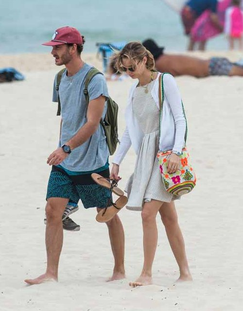 Пьер Казираги и Беатрис Борромео на пляже