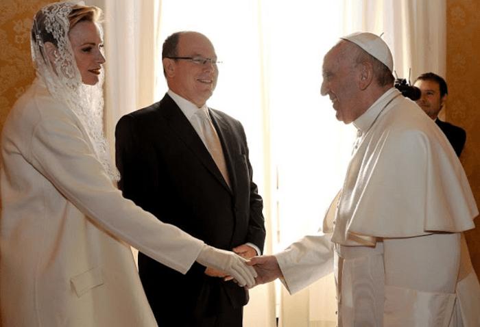 Шарлен стала католичкой