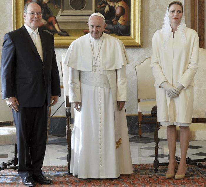 Княгиня Шарлен и Князь Альбер II на встрече с Папой Римским