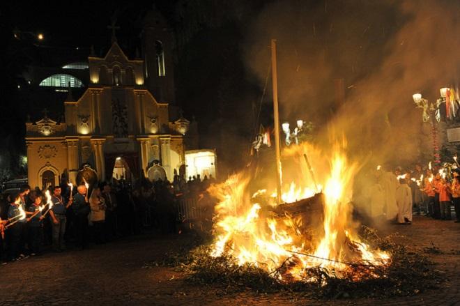 Сожжение лодки Святой Девоты