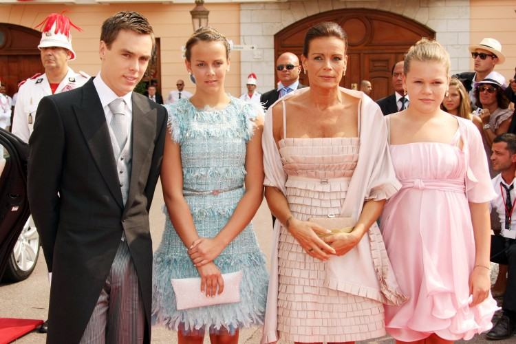 Стефания с детьми