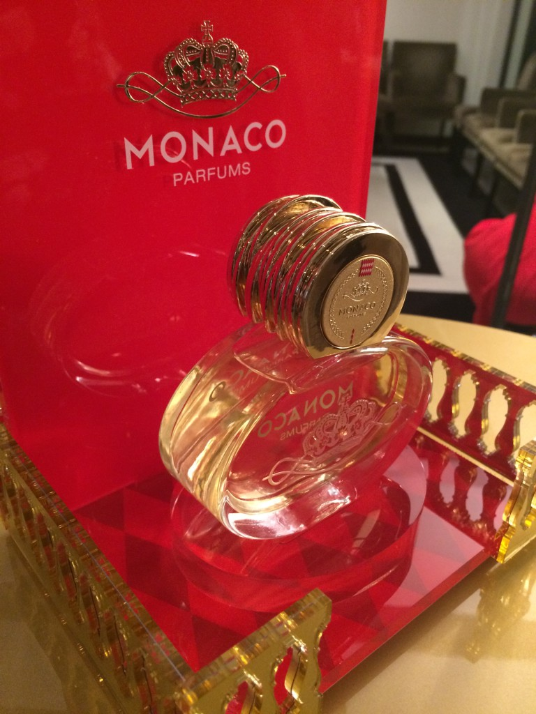 Флаконы парфюма «The Man of Monaco» и «The Woman of Monaco»