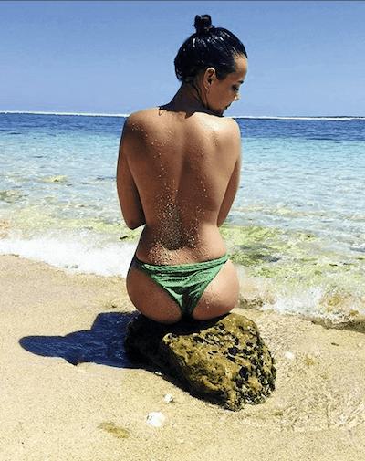Полин Дюкре фото на пляже