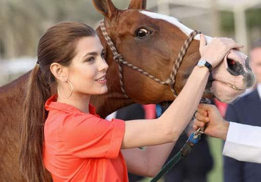 Шарлотта с лошадью