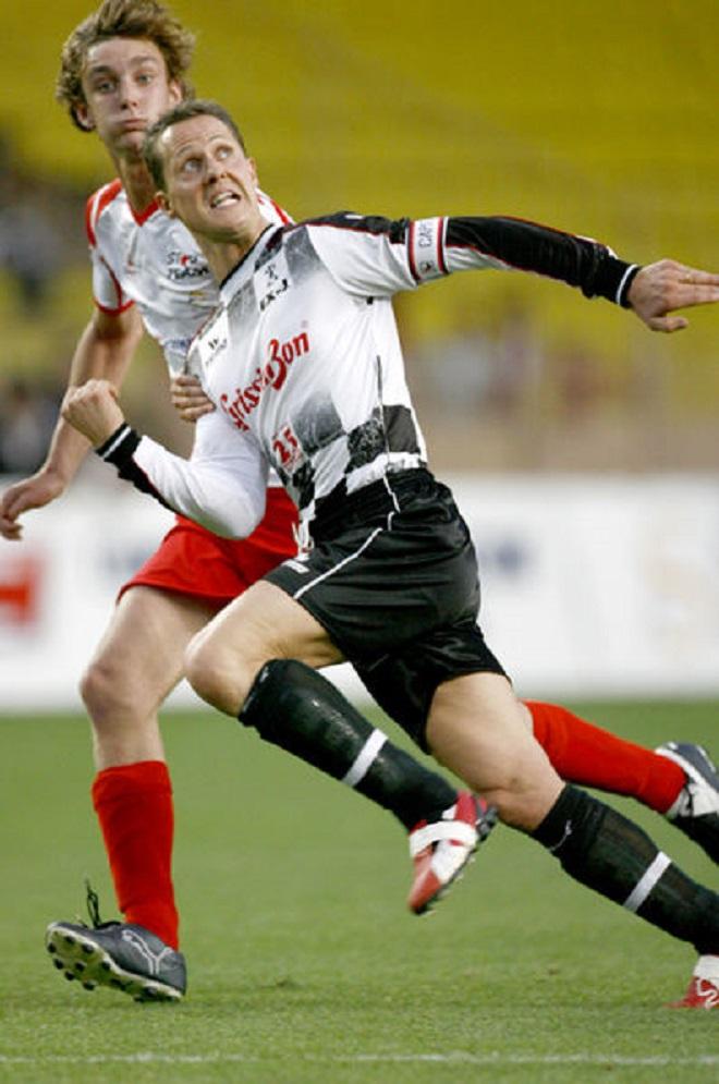 Принц Пьер играет в футбол против Шумахера