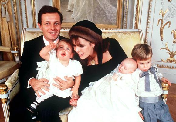 Родители Андреа Казираги с детьми