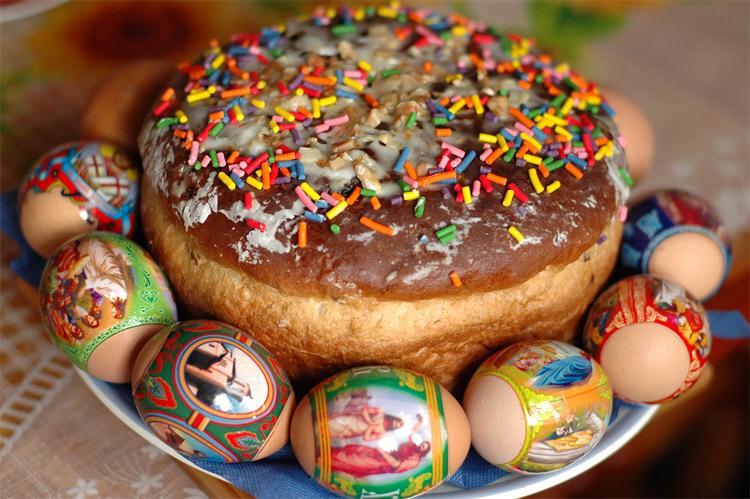 Пасхальные кулич и яйца