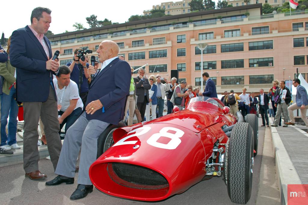 Британский гонщик Формулы-1 Стирлинг Мосс