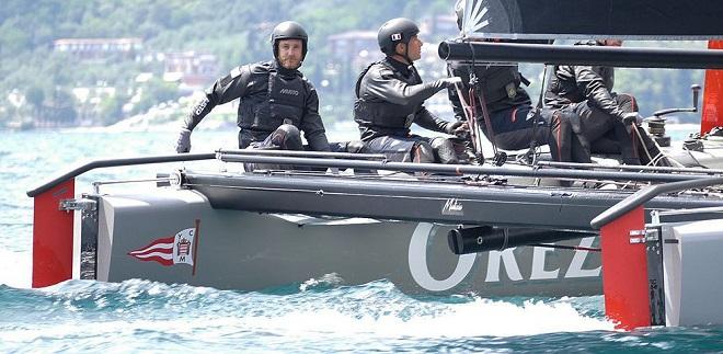 Команда Казираги на катамаране Malizia
