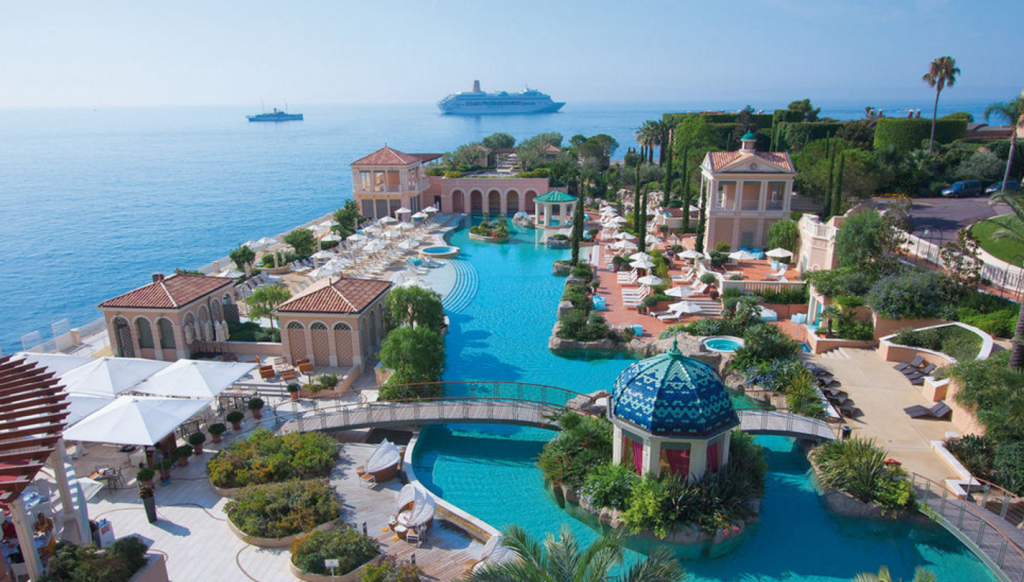 Пляж отеля Monte-Carlo Bay