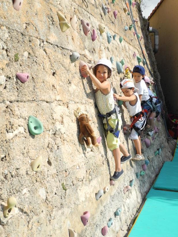 Центр Развлечений Альбера II.Занятия по скалолазанию с детьми