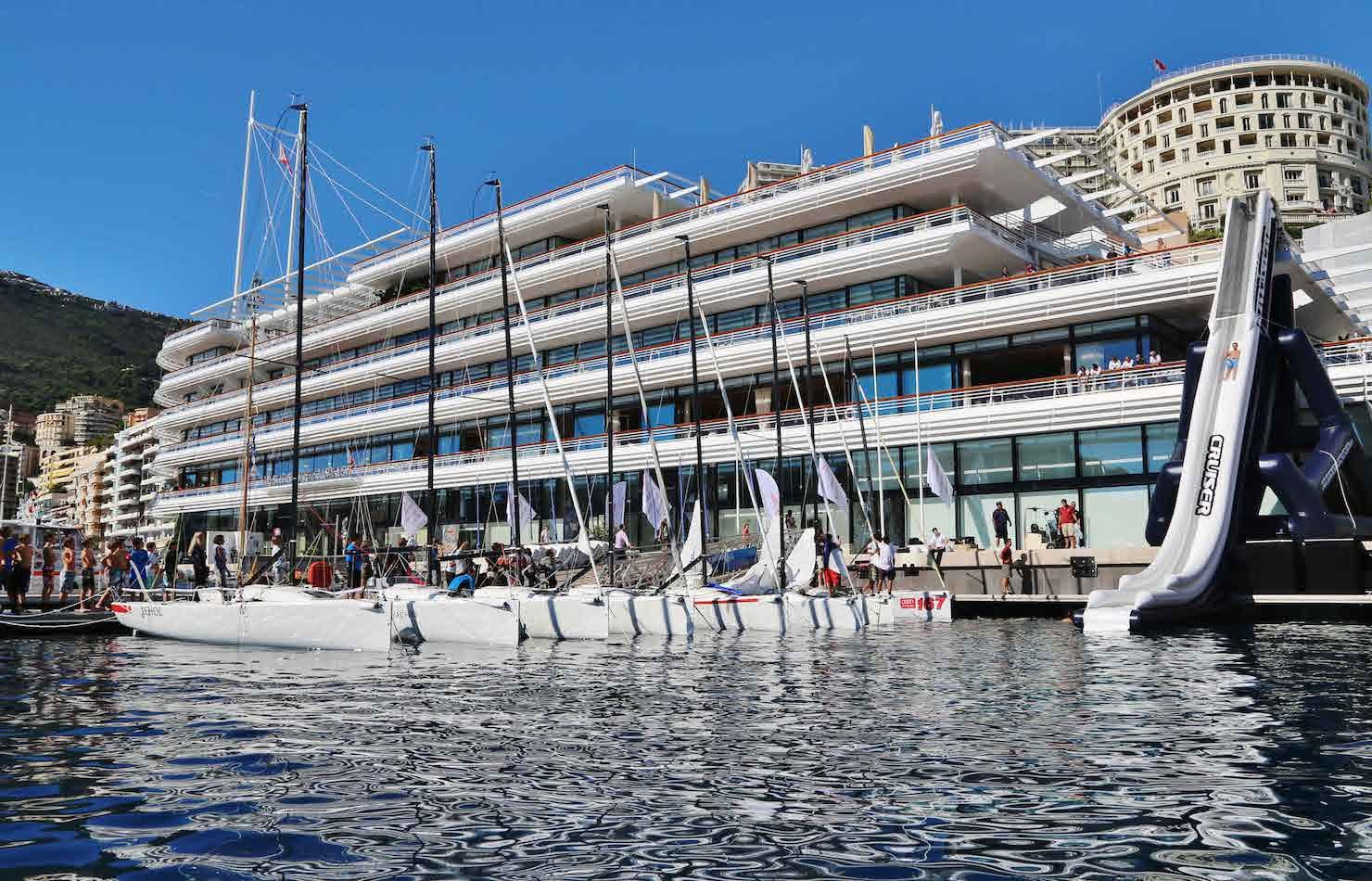 Коктейль в яхт-клубе Монако