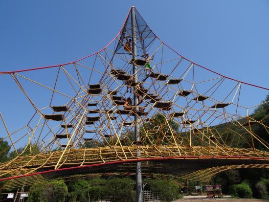 Веревочная пирамида в Деревне дураков