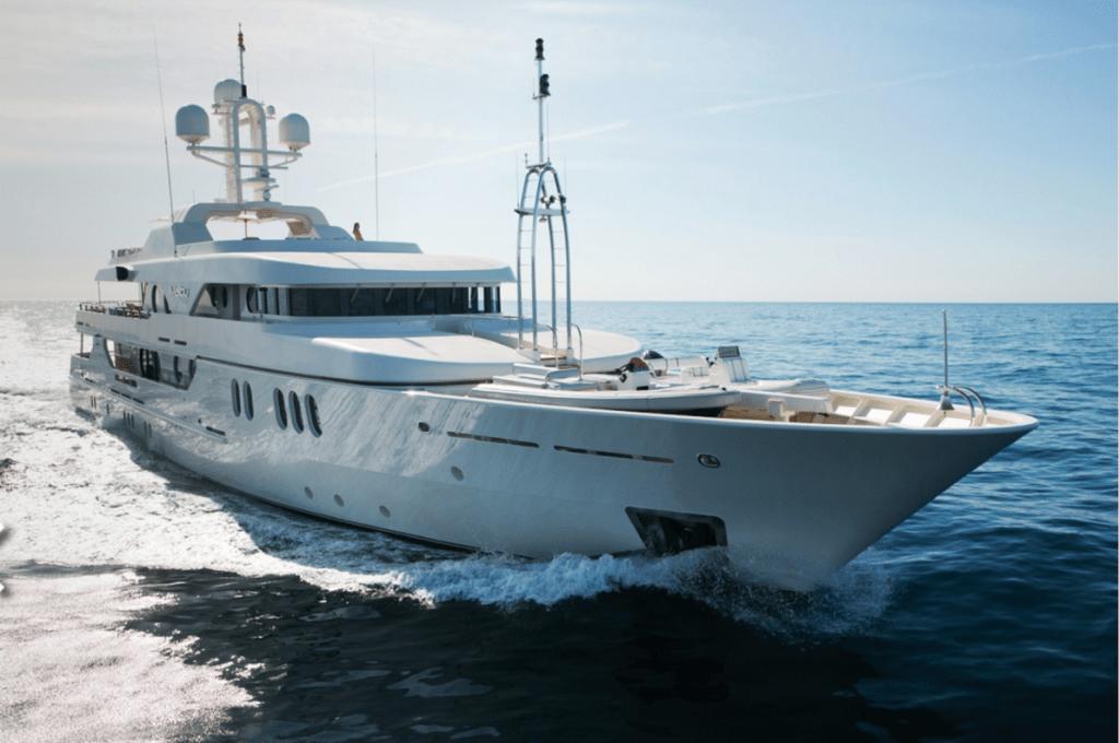 Яхта Малибу в море