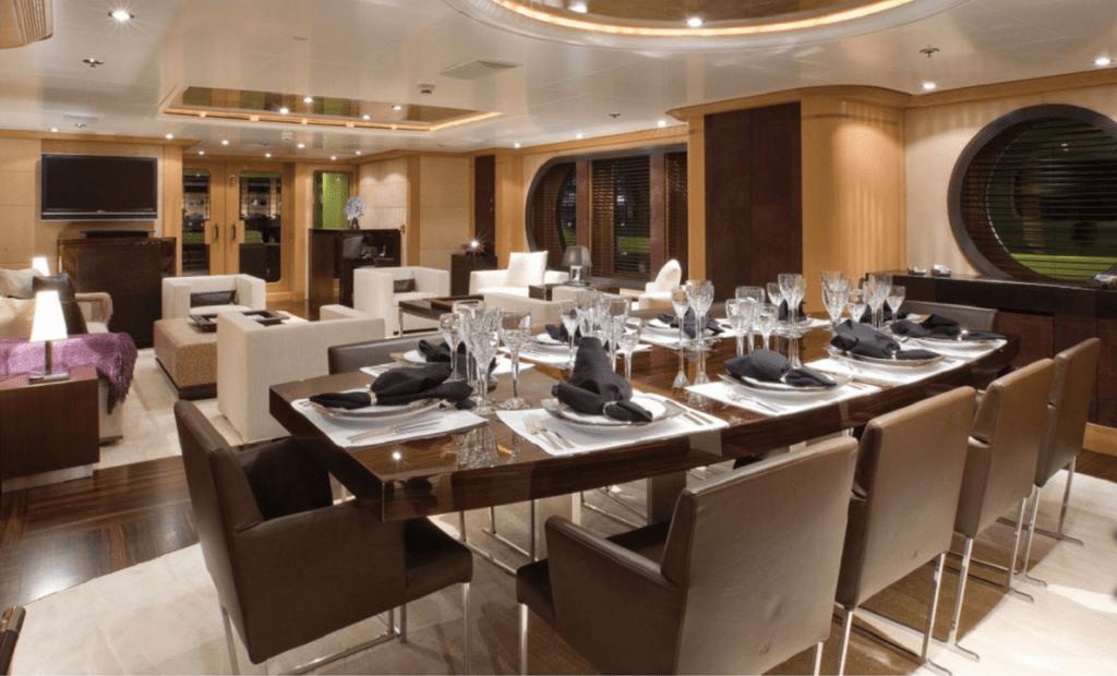 Гостиная на яхте Malibu