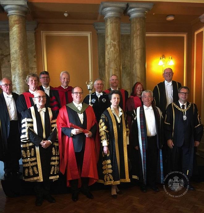 Князь Альбер II был удостоен звания Почетного Доктора Университета Эдинбурга