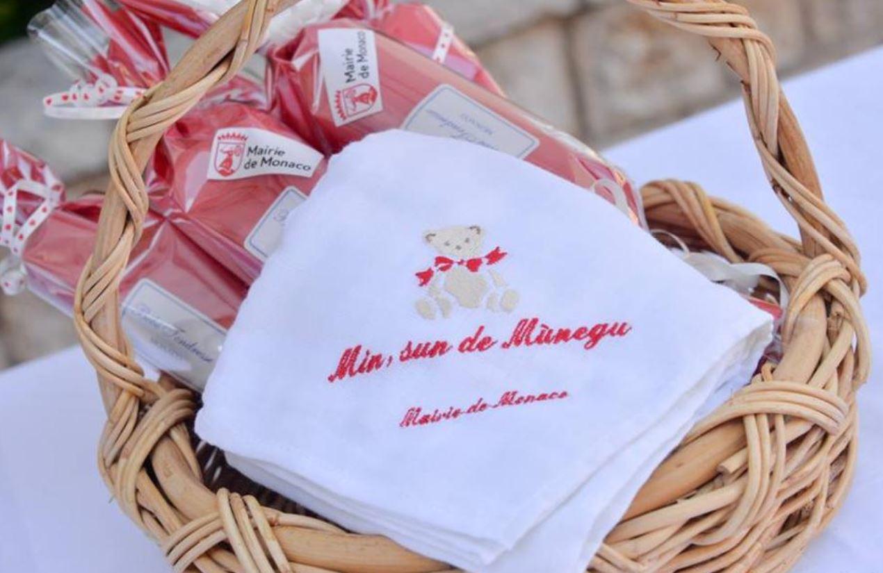 Пеленка с надписью в подарок ребенку