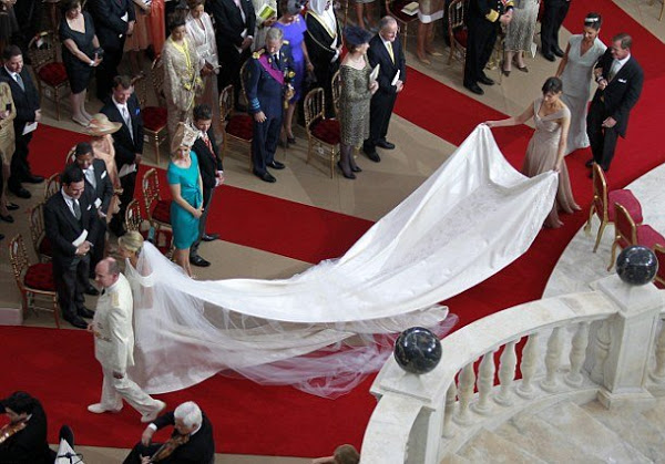 Платье Шарлен со шлейфом