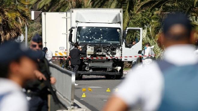 Грузовик после теракта в Ницце