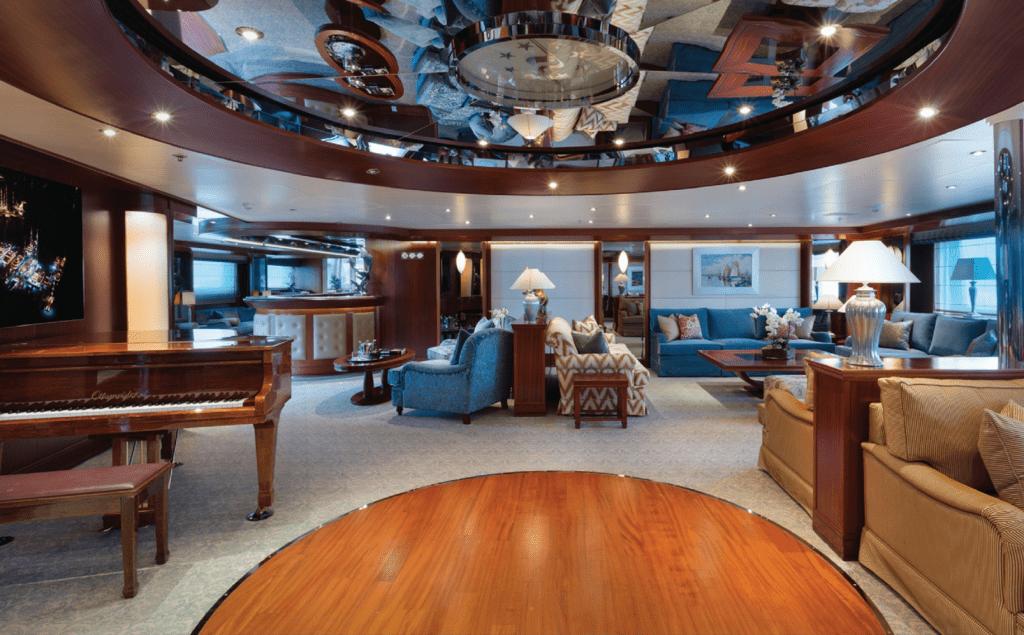 Гостиная яхты Titan Fleet