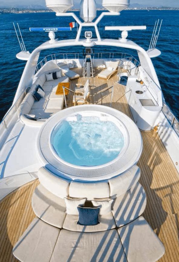 Бассейн на яхте Kijo