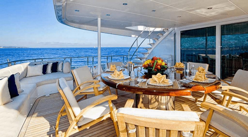 Столовая на яхте Kijo