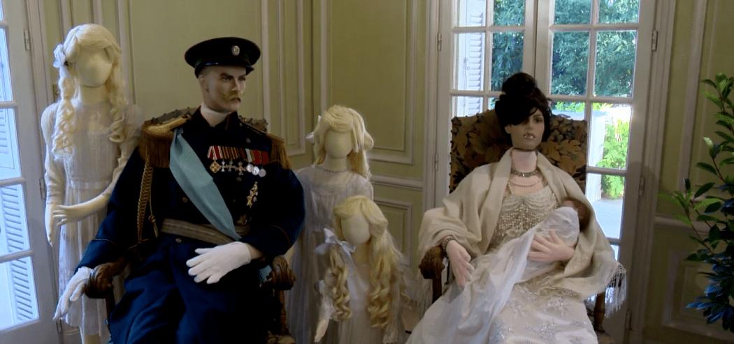 Царская семья на выставке костюмов