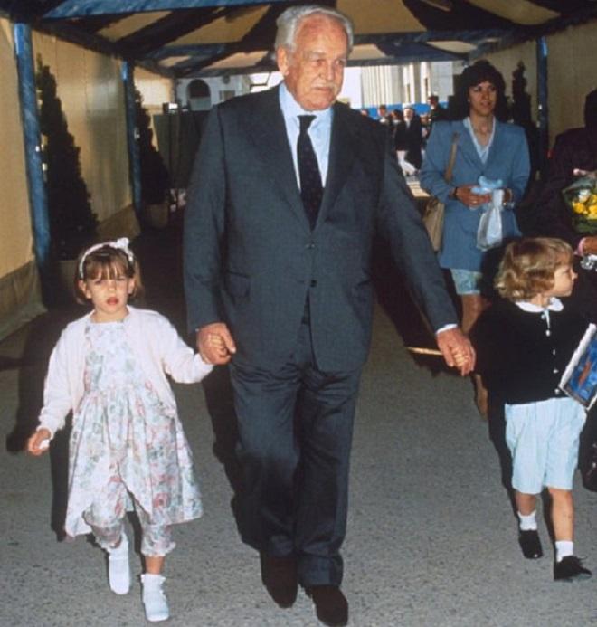 Шарлотта в детстве с семьей