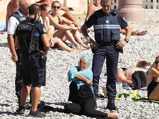 Полицейские и буркини