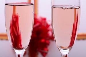 Бокалы розового вина