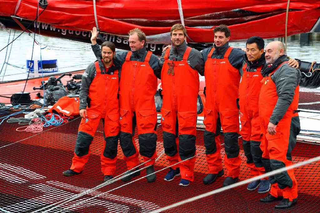 Китайский яхтсмен Го Чуань с командой в Антарктиде