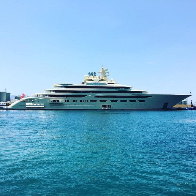 Яхта Dilbar
