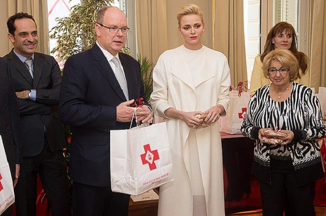 Княжеская чета в штаб-квартире Красного Креста Монако