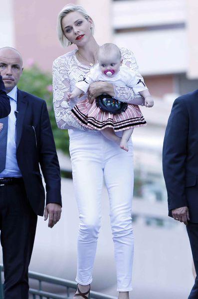 Принцесса Шарлен на пикнике с близнецами в Монако, 2015 год