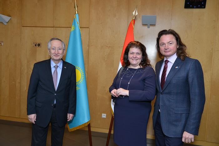 Посол Казахстана в Монако Нурлан Даненов и Владимир Семенихин с супругой Екатериной