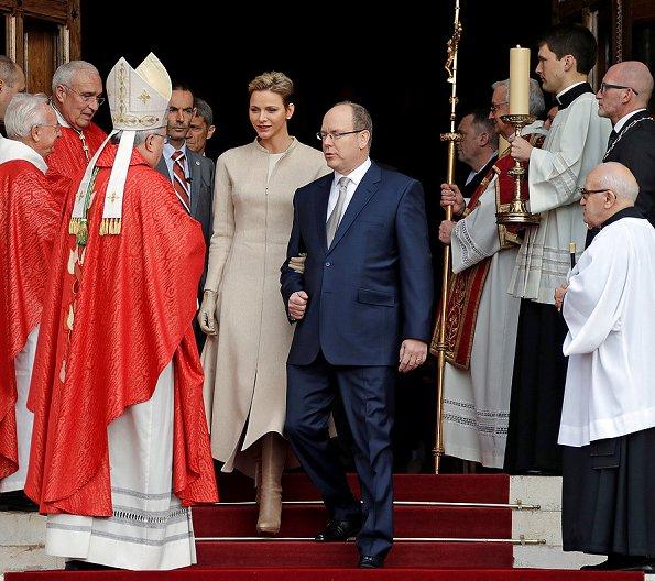 Княжеская семья на праздновании Дня Святой Девоты