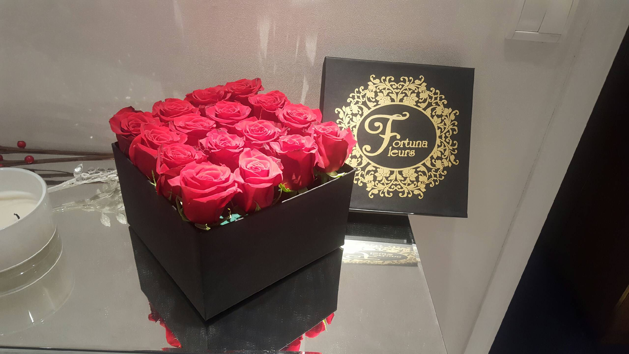 Букет цветов в шляпной коробке Fortuna Fleurs