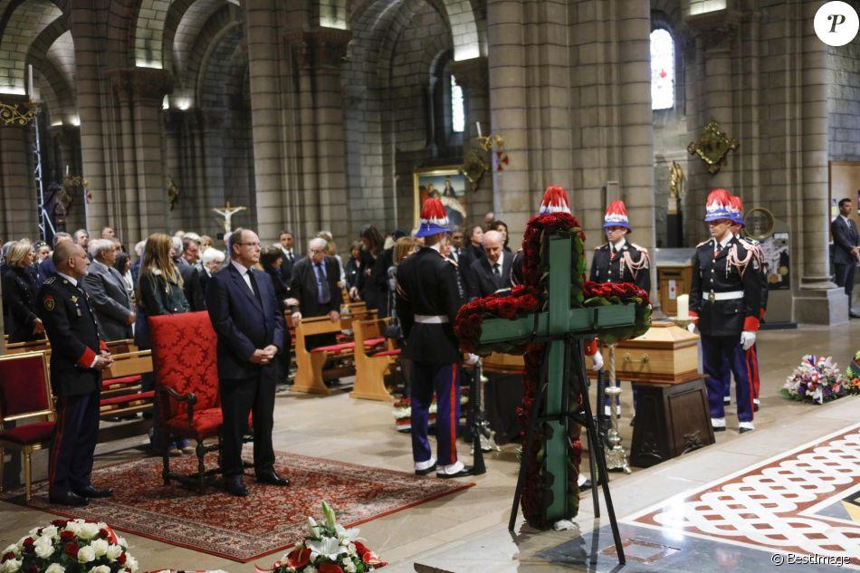 Церемония прощания с Бернаром Спендлером