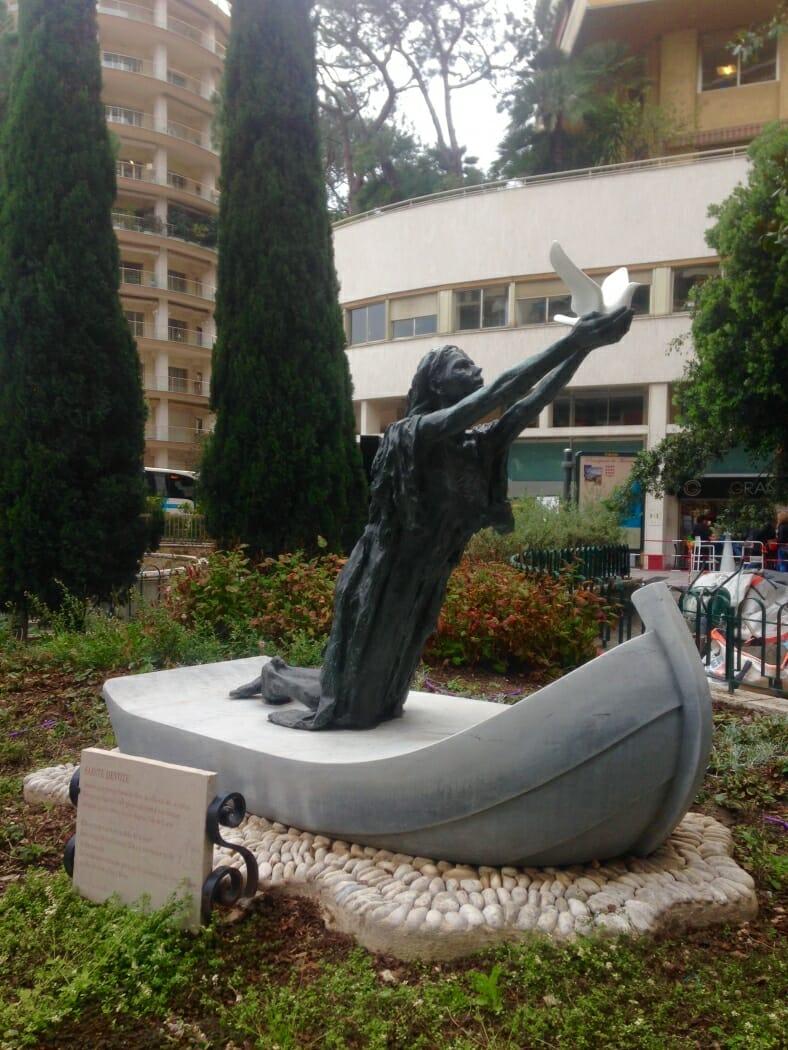 Скульптура Святой Девоты