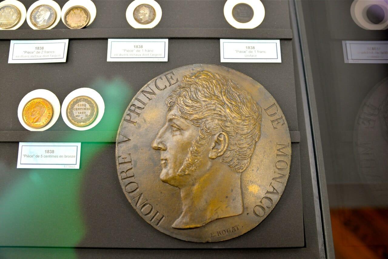 Монета Оноре V