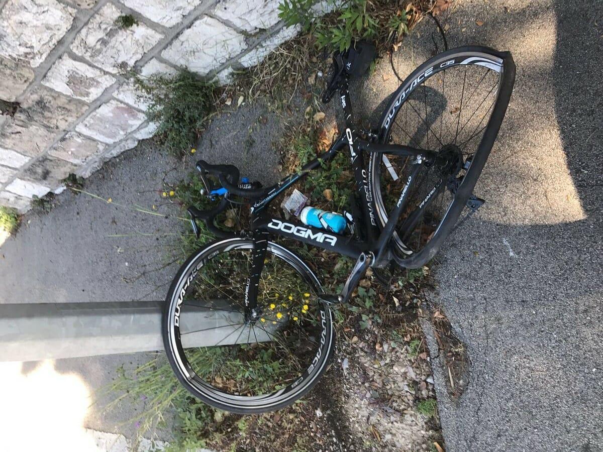 велосипедист Крис Фрум был сбит автомобилистом
